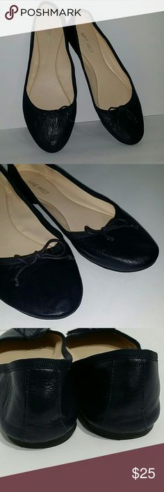 Nine West Classica ballet flats Navy blue leather ballet flats in size 8.5, bow in the front.  Gently used condition. Nine West Shoes Flats & Loafers