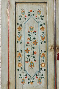 Tyrolean luxury wardrobe in solid spruce with two doors and a drawer decorated with stylized polychrome flowers. Hand Painted Furniture, Paint Furniture, Arte Pallet, Painted Wardrobe, Luxury Wardrobe, Scandinavian Folk Art, Painted Doors, Painted Stairs, Painted Walls