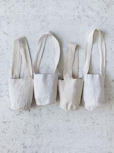 spring 2016 sierra nevada bag dosa inc Diy Sac, Linen Bag, Kurta Designs, Cloth Bags, Handmade Bags, Bag Making, Simple Designs, Coffee Shop, Purses And Bags