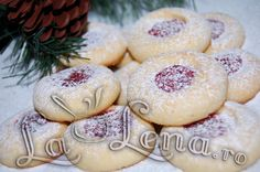 Va servesc cu niste biscuiti deliciosi Ochi de inger sufletul: Craciun Fericit alaturi de cei dragi! Sa petreceti in liniste, iubire si apreciati aceste clipe frumoase cu familia! Cupcakes, Pastry Cake, Cannoli, Ricotta, Camembert Cheese, Biscuits, Caramel, Diy And Crafts, Garlic
