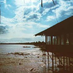 Coastline trip #bluesky #silhouette #picoftheday #photooftheday #coastline #littoral #trip #tourism #travel #douala #youpwe #pilotis #rest #restaurant #river #riverside #longexposure #africa #beautiful #composition #lovely #perspective #dreams