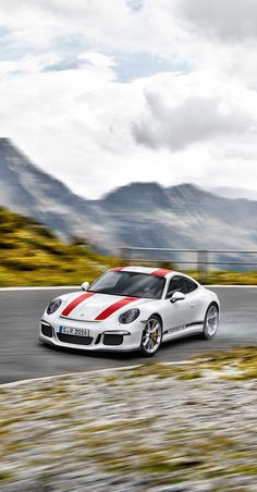 The performance of the new #911R: 4.0-litre six-cylinder horizontally opposed and naturally aspirated engine derived from the 911 GT3 RS offering 368 kW (500 hp) and a high-revving concept. Learn more: http://link.porsche.com/911R-pin-gallery *Combined fuel consumption in accordance with EU 6: 13,3 l/100 km; CO2 emissions: 308 g/km.