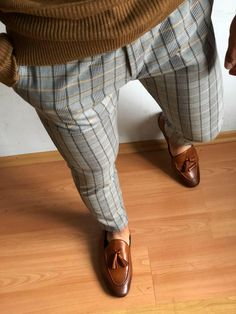 Slacks Outfit, Polo Shirt Outfits, Mens Style Guide, Plaid Pants, Autumn Fashion Casual, Well Dressed Men, Mens Clothing Styles, Latest Fashion Clothes, Casual Outfits