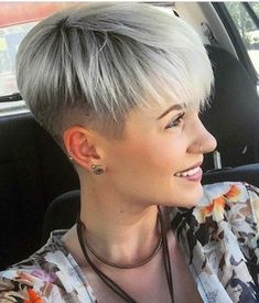 frisuren All sizes Short Hair Undercut, Undercut Hairstyles, Pixie Hairstyles, Cool Hairstyles, Thin Hair Cuts, Short Hair Cuts For Women, Short Hair Styles, Super Short Hair, Short Grey Hair