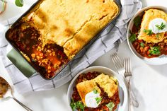 Best Vegetarian Tamale Pie - How to Make Tamale Pie With Mushrooms Popular Recipes, New Recipes, Dinner Recipes, Vegetarian Tamales, Vegetarian Recipes, Lime Meringue Pie, How To Make Tamales, Halloumi Salad, Cinco De Mayo