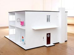 In November 2009 I introduced you to a dollhouse design by Minimii, The Miiboxen, that was a miniature reproduction of Arne Jacobsen's actual home in Charlottenlund. Arne Jacobsen, Casas Containers, Modern Toys, Modern Dollhouse, Dollhouse Ideas, Miniature Houses, Miniature Furniture, Play Houses, Mini Houses