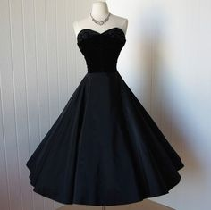 exquisite black taffeta and velvet beaded shelf bust circle skirt pin-up bombshell cocktail party dress -featured item- LOVE IT? Vintage is my fave! Vintage 1950s Dresses, Retro Dress, Vintage Outfits, Vintage Clothing, Retro Mode, Vintage Mode, 1950s Fashion, Vintage Fashion, Club Fashion