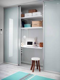 ELFA: moderne Ankleidezimmer von Bauer Schranksysteme GmbH