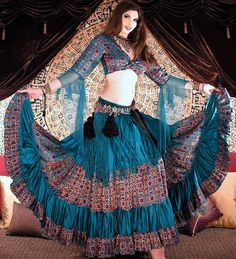 Love this beautiful outfit! Gypsy - balkan/spanish/middle-eastern all in one Belly Dance Outfit, Tribal Belly Dance, Belly Dance Costumes, Boho Gypsy, Gypsy Style, Dance Outfits, Boho Outfits, Indian Outfits, Gypsy Costume