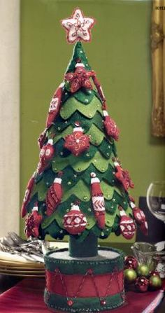 Felt Tree - I have been looking for a felt tree ! Oh, but I love this !