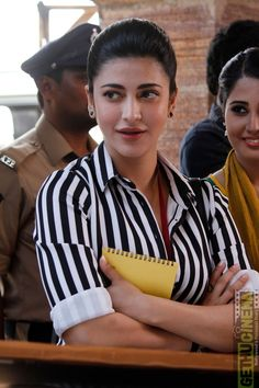 Beautiful and gorgeous bollywood actress: South Indian actress most beautiful and charming (shruti Hassan) HD quality images Beautiful Bollywood Actress, Most Beautiful Indian Actress, Beautiful Actresses, Actress Anushka, Tamil Actress, Bollywood Girls, Bollywood Fashion, Bollywood Saree, South Actress