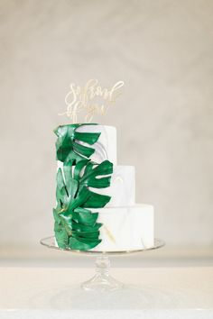Marble wedding cake with palm leaves: Photography: Ruth Eileen Photography - rutheileenphotography.com/   Read More on SMP: http://www.stylemepretty.com/2016/08/10//