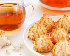 Try our unique Coconut Macaroon Mix which is easy to make delicious Coconut Macaroon Cookies. Cuban Desserts, Cuban Recipes, Easy Desserts, Sweet Recipes, Ginger Snaps Recipe, Macaroon Cookies, Good Food, Yummy Food, Coconut Macaroons
