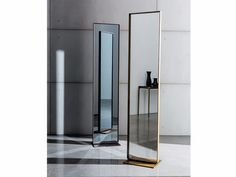 Freestanding mirror VISUAL FREE STANDING by SOVET ITALIA design Lievore Altherr…