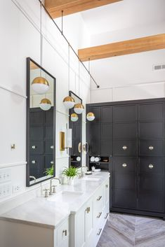 In this beautiful modern farmhouse bathroom we intertwined the simplicity and cleanliness of a modern design with the warmth and natural wood tones of the farmhouse style. The end result was a unique, highly functional space that our clients could love. Modern Bathrooms Interior, Modern Farmhouse Bathroom, Modern Bathroom Design, Bathroom Interior Design, Modern Design, Bathroom Vanity Makeover, Diy Bathroom Decor, Bathroom Ideas, Layout Design