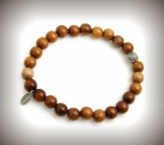 Een basic van BBBRASIL. Toppertje!  http://www.heren-armband.nl/heren-armband-bbbrasil-model-brown-wood-small