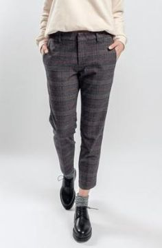 Photos Trousers CONS UP in a gray cage 300450 Tomboy Outfits cage CONS gray photos trousers Tomboy Outfits, New Outfits, Winter Outfits, Casual Outfits, Fashion Outfits, Dress Casual, Work Outfits, Hijab Fashion, Casual Shoes
