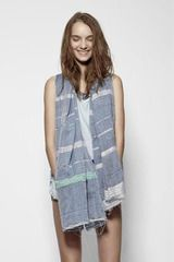 Project recycled-saree scarf by Laura Siegel, honoring victims of the Rana Plaza garment factory collapse. Made Clothing, Chic Clothing, Ethical Shopping, Ethical Fashion Brands, Sustainable Fashion, Sustainable Style, Eco Friendly Fashion, Material Girls, Slow Fashion
