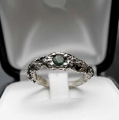 £124 IVY | SILVER & EMERALD SCULPTURED RING