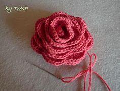 Bueno, pues aquí tenéis por fin el tuto prometido de la rosa. Espero haberlo explicado bien y que si os animáis a hacerlas os salgan ... Crochet Purse Patterns, Crochet Purses, Stitch Patterns, Love Crochet, Crochet Flowers, Fabric Flowers, Crochet Hearts, Crochet Necklace, Projects To Try