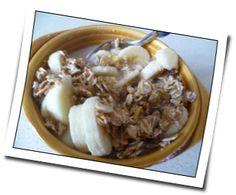 Yannic frühstückt viele Ballaststoffe und selbstgemachte Haselnussmilch. Fit in den Tag!