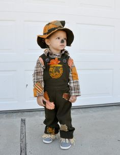 scarecrow costume, love this for a costume idea for Braxton. If I can get him to keep the hat on that will be a miracle.