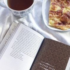 Boa tarde :) .  Credits to @juliesbookshelf .  #bookish #bookstagram #booklover #bookworm #bibliophile #bookstagrammer #booknerd