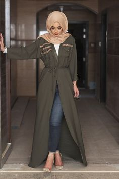 Modern Abaya How do you dress and when do you wear the abaya? - Modern Abaya How do you dress and when do you wear the abaya? Street Hijab Fashion, Arab Fashion, Islamic Fashion, Muslim Fashion, Modest Fashion, Classy Fashion, Modern Hijab Fashion, Mode Outfits, Fashion Outfits