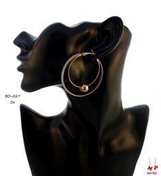 Boucles d'oreilles double anneaux dorés avec paillettes argentées et perles dorées. Diamètre: 4,9cm.