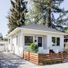 Modern White Cottage Exterior Style - Decorating Ideas - Home Decor Ideas and Tips White Exterior Houses, Cottage Exterior, Small Bungalow, Bungalow Homes, White Cabin, White Cottage, Tumbleweed Tiny Homes, Tiny House Company, Little White House
