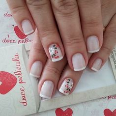 Temos uma linha artesanal pintada a mão lindas!!venha conhecer nossos modelos!!www.docepelicula.com.br