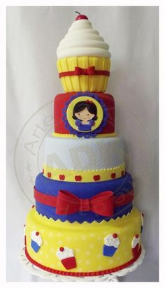Snow White Disney Princess cake - For all your cake decorating supplies, please visit craftcompany.co.uk