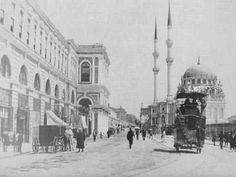 100 yıl önce Tophane Tophane, Osmanlı dönemindeki İstanbul-un en eski sanayi bölgesidir. Tophane binası, Fatih zamanında top dökümü için inşa edilmiştir. Historical Pictures, Istanbul Turkey, Old City, Once Upon A Time, Paris Skyline, Taj Mahal, Old Things, Street View, Building