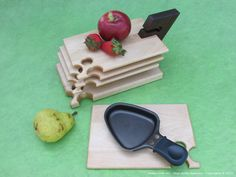 Ideal as a plate for your hot swiss-style raclette, they can also serve for your entries or small serving tray