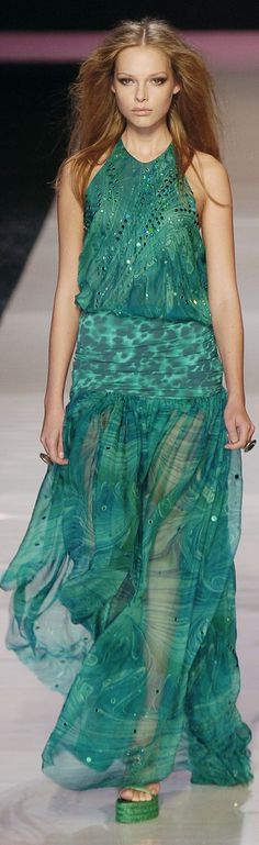 Emanuel Ungaro at Paris Fashion Week Spring 2005 - Runway Photos Green Fashion, High Fashion, Paris Fashion, Beautiful Gowns, Beautiful Outfits, Glamour, Models, Green Dress, Evening Dresses
