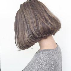 """外国人のような髪質に近づけるハイライトカラーを使い、立体感とくせ毛風のニュアンスを引き出します☆透明度の高いアッシュ系カラーにラベンダー柔らかさ上手に使うことで、""""周りと差がつくオシャレ感""""が得られます。何気なく選んだ今日の洋服がグンっと""""こなれて見えます。ラベンダーの色味で美肌効果も期待できます"""