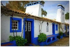 Portugal, Rural House, My House, Pintura Exterior, Greek House, Courtyard House, Mediterranean Homes, Cottage Homes, Places Around The World