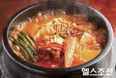 찌개: TRADITIONAL KOREANS SPICY KIMCHI GIGAE !