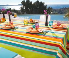 outdoor summer-party-labor-day-tablesetting