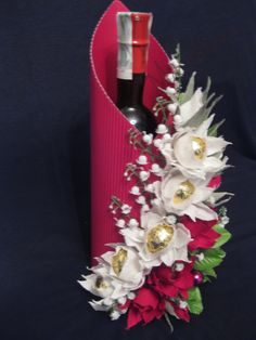 Super Chocolate Gift Basket Ideas Wedding Ideas - Super Chocolate Gift Basket I. Chocolate Flowers, Chocolate Bouquet, Wine Bottle Gift, Wine Bottle Crafts, Gift Basket Ideas, Gift Baskets, Gift Ideas, Flower Box Gift, Gift Flowers