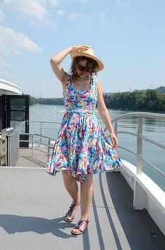 DIY Summer dress, made form a flower fabric. Sewn by me. Flower Fabric, Sewing Projects, Summer Dresses, Diy, Fashion, Moda, Summer Sundresses, Bricolage, Fashion Styles