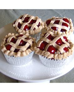 I so confused. I know they're cupcakes, but look like mini pies!