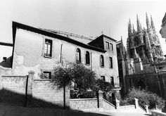 El Archivo Municipal de Burgos pone en línea más de 190.000 documentos. El Archivo Municipal de Burgos ha presentado recientemente su catálogo online y en el cual se pueden consultar más de 190.000 documentos, siendo el documento más antiguo de 1073 y que corresponde con la primera noticia documental del archivo inserto en un documento de Alfonso VI.