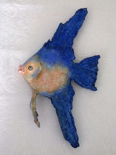 ANGEL FISH. PEIXE ANJO.GLASS MURANO GREEK EYES.SOLID PAPIER MACHÊ USING RECYCLED PAPERS,ACRILIC PAINTS. 26cm. CLAUDIO BARAKE SCULPTOR,BRAZIL.
