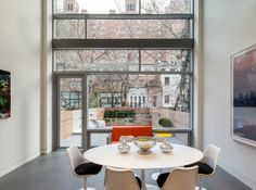 The glass-heavy townhouse in NYC / designed by Turret Architects
