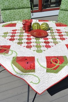 Summer Slices watermelon quilt, 60 x pattern by Jill Finley at Jillily Studio (Ric Rac vines! Colchas Quilt, Quilt Border, Applique Quilts, Quilt Blocks, Watermelon Quilt, Watermelon Patch, Sweet Watermelon, Quilting Tutorials, Quilting Projects