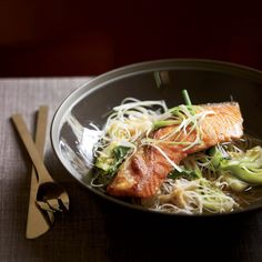Pan-Seared Salmon with Bok Choy and Rice Noodles Salmon Recipes, Seafood Recipes, Asian Recipes, Ethnic Recipes, Asian Foods, Salmon And Bok Choy, Asian Salmon, Wine Recipes, Great Recipes