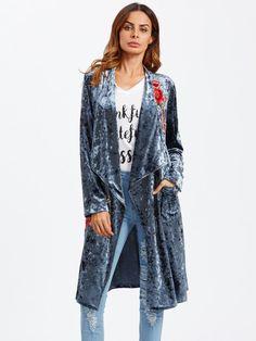 Модный бархатный плащ с вышивкой