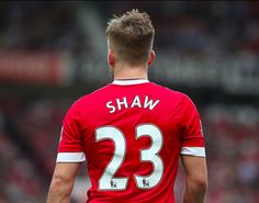 Don't forget the back! Go for a short fade like Luke Shaw! Manchester United Images, Manchester United Players, Club Premier, Premier League, 2015 Hairstyles, Football Fans, Red Shirt, First Love, Soccer