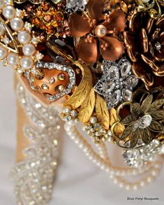 Bronze Brooch Bouquet by Blue Petyl #BroochBouquet #WeddingBouquet #wedding #bridal #bouquet